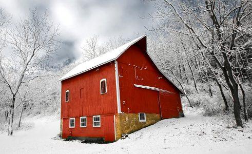 Barn in Snow Jigsaw Puzzle