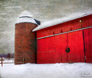 Barn with Christmas Wreath Jigsaw Puzzle