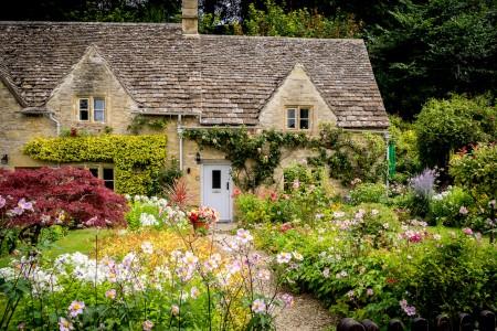 Bibury Cottage Jigsaw Puzzle