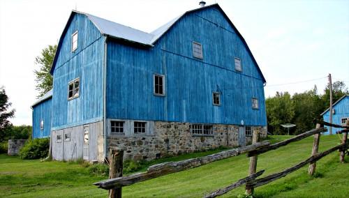 Big Blue Barn Jigsaw Puzzle