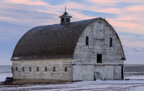 Big White Barn Jigsaw Puzzle