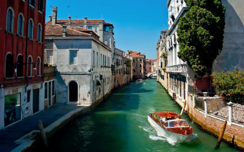 Boating in Venice Jigsaw Puzzle