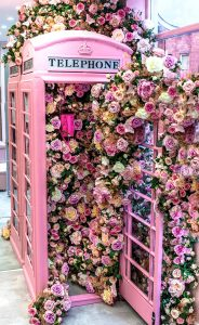 Booth of Roses Jigsaw Puzzle