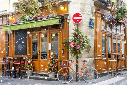 Cafe at Christmas Jigsaw Puzzle