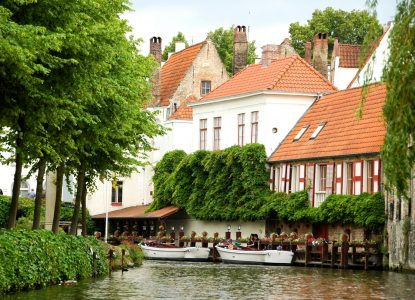 Canal in Brugge Jigsaw Puzzle