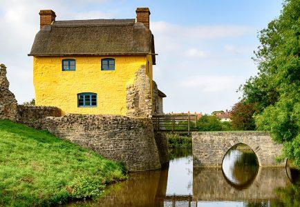 Castle Cottage Jigsaw Puzzle