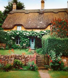 Chipping Campden Cottage Jigsaw Puzzle