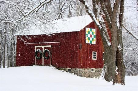 Christmas Barn Jigsaw Puzzle