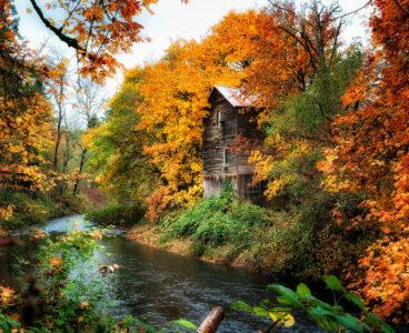 Clackamas River Mill Jigsaw Puzzle
