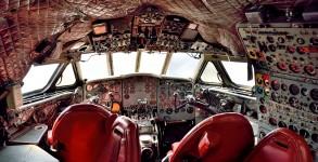 Comet 4 Cockpit