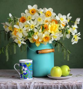 Daffodils and Apples Jigsaw Puzzle