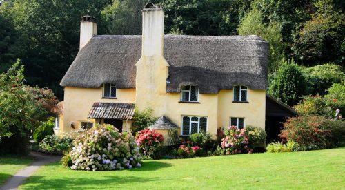 English Cottage Jigsaw Puzzle