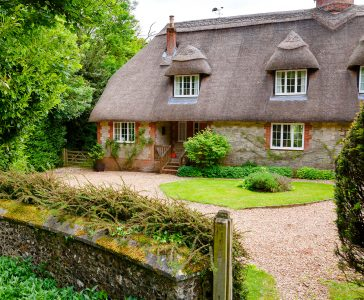 English Stone Cottage Jigsaw Puzzle