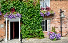 Flowery Entrance Jigsaw Puzzle