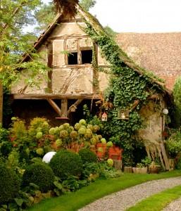 Garden Cottage Jigsaw Puzzle