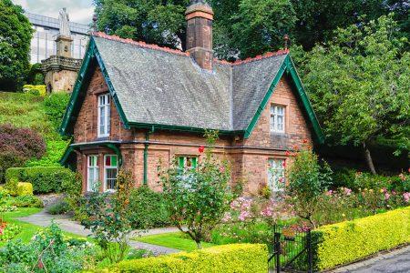 Gardener's Cottage Jigsaw Puzzle