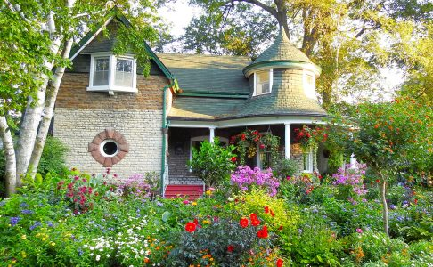 Kew Beach Cottage Jigsaw Puzzle
