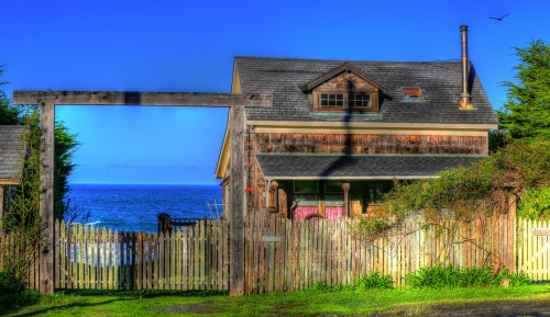 Oceanside House Jigsaw Puzzle