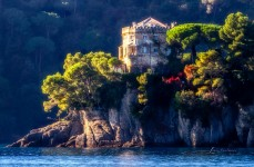 Paraggi Castle