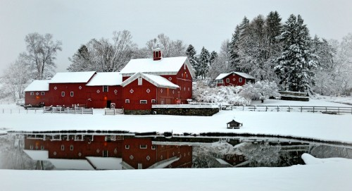 Red Barn in Snow Jigsaw Puzzle