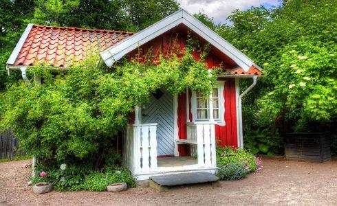Red Garden Cottage Jigsaw Puzzle