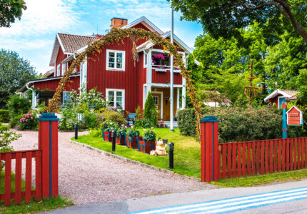 Red House Jigsaw Puzzle