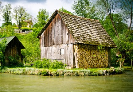 River Barn Jigsaw Puzzle