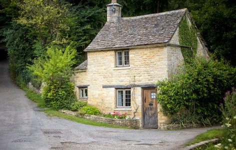Roadside Cottage Jigsaw Puzzle