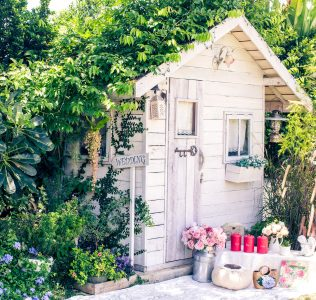 Small Garden Cottage Jigsaw Puzzle