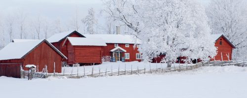 Snowy Farmhouse Jigsaw Puzzle