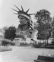 statue-of-liberty-head-at-worlds-fair