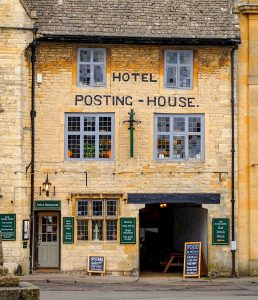 Stow-on-the-Wold Hotel Jigsaw Puzzle