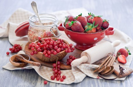 Strawberries and Currants Jigsaw Puzzle