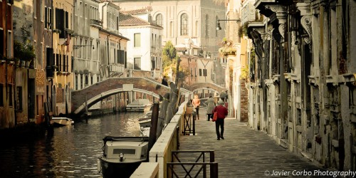 Stroll in Venice Jigsaw Puzzle