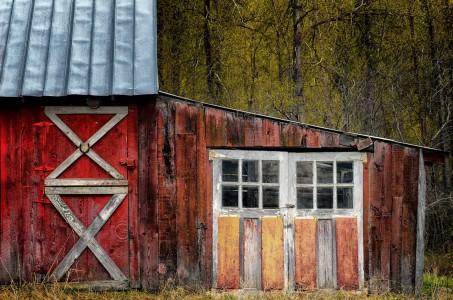 Tin Roof Barn Jigsaw Puzzle