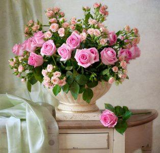 Vase of Roses Jigsaw Puzzle