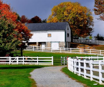 White Barn and Fence Jigsaw Puzzle