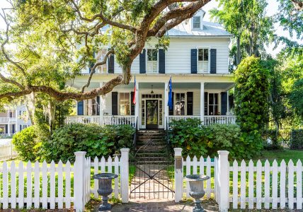 White Picket Fence Jigsaw Puzzle