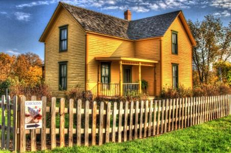Yellow Farmhouse Jigsaw Puzzle